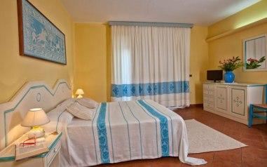 Hotel la funtana santa teresa di gallura vacanze nord for Arredamento stile sardo